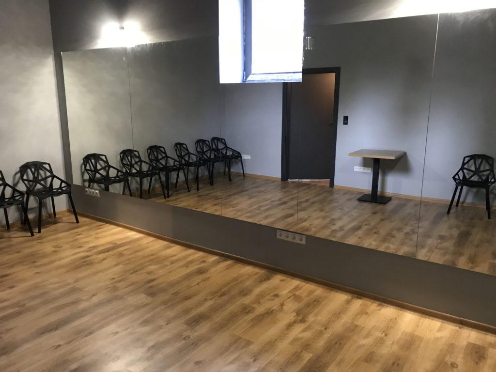 Sala Disney - 24 m2. Idealne miejsce na mniejsze spotkania lub idealna przestrzeń do wykorzystania w przypadku szkoleń w kilku panelach.